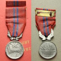 Vyznamenání Za zásluhy o výstavbu, II. vydání, stříbro, punc.