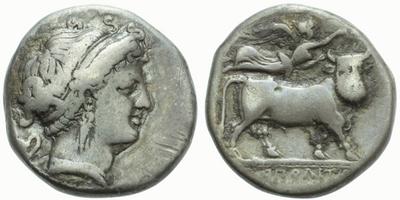 AR Didrachma, Hlava Nymfy / býk s mužskou hlavou, nad ním Niké, Sear.299 var., 20 mm