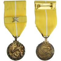 Medaile Za zásluhy, I. stupeň, stříbro zlaceno, punc., Nov. 198a, stužka se skříženým