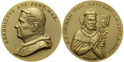 AE Medaile 2009 - Benedikt XVI. - Sv. Václav, Zlac. bronz  49 mm, luxusní kožená etue