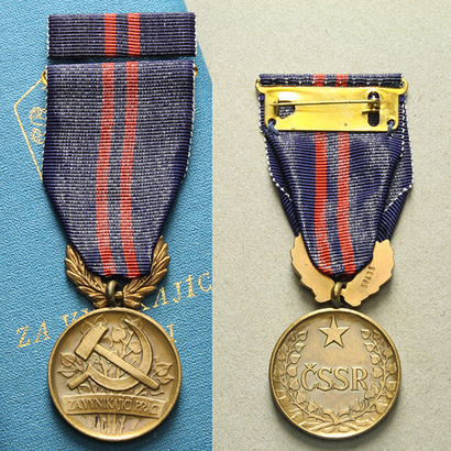 Vyznamenání Za vynikající práci, II. vydání, VM.34-II, stužka, pův. etue