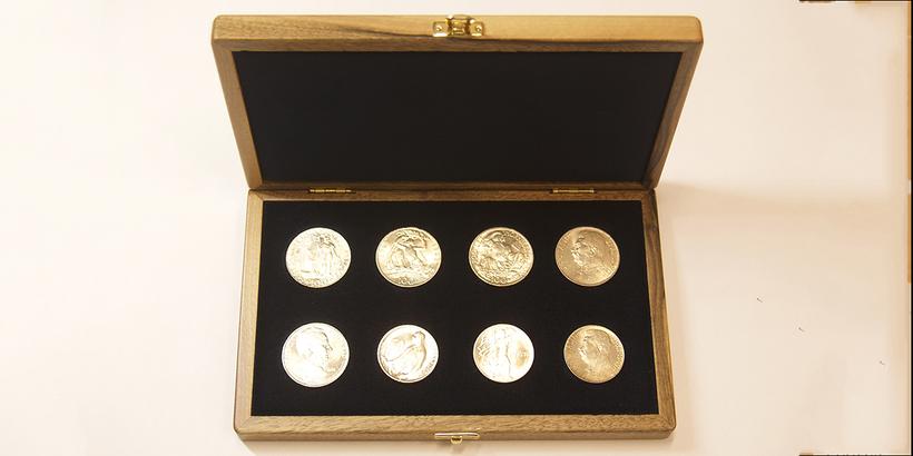 Soubor pamětních mincí 1947 - 1951, luxusní dřevěná etue, modrý samet