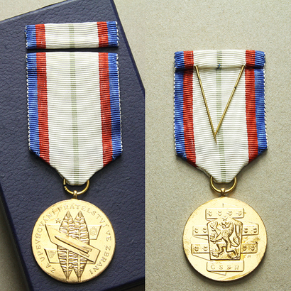 Medaile Za upevňování přátelství ve zbrani, I. třída, VM.55-I, dvě stužky,pův. etue
